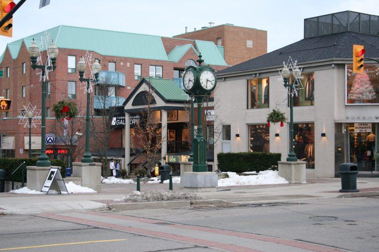 Oakville-Ontario-Downtown-BurlOak-Movers
